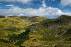 Montanhas no dia ensolarado fotos de stock royalty free