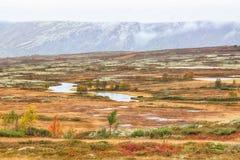 Montanhas no distrito de Kvikne, Noruega imagem de stock