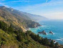 Montanhas no litoral Fotos de Stock Royalty Free
