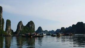 Montanhas no mar Imagens de Stock Royalty Free