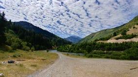 Montanhas no meio do caminho, Utá de Wasatch da garganta e do rio de Provo imagens de stock royalty free