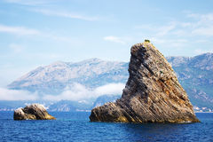 Montanhas no meio do mar de adriático Fotografia de Stock