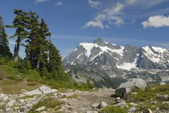 Montanhas nortes da cascata Fotografia de Stock