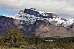 Montanhas o Arizona da superstição, floresta nacional de Tonto, junção de Apache, o Arizona, Estados Unidos fotos de stock