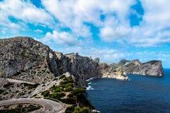 Montanhas, o mar e cabo fotografia de stock