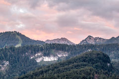 Montanhas perto do lago Imagens de Stock Royalty Free