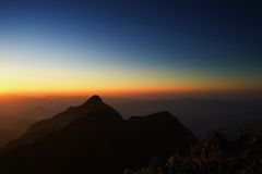 Montanhas preto e branco no por do sol Imagem de Stock Royalty Free