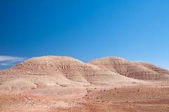 Montanhas redondas com os enrugamentos no deserto marroquino imagens de stock royalty free