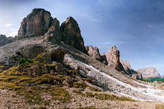 Montanhas rochosas no por do sol ALPES DA DOLOMITE, ITALY Fotografia de Stock Royalty Free