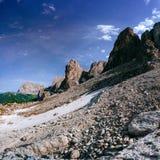 Montanhas rochosas no por do sol ALPES DA DOLOMITE, ITALY Imagens de Stock Royalty Free