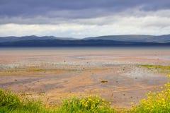 Montanhas sobre o lago seco Fotos de Stock Royalty Free