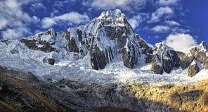 Montanhas Taullipampa 5830 m fotografia de stock