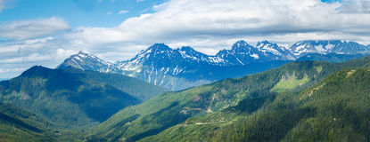 Montanhas, vales, e panorama das nuvens Foto de Stock