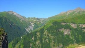 Montanhas verdes bonitas de Geórgia, vista geral filme