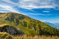 Montanhas verdes e céu azul A reserva de Cáucaso Foto de Stock Royalty Free