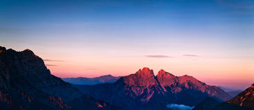 Montanhas vermelhas fotografia de stock royalty free