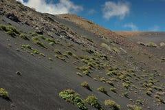 Montanhas vulcânicas na ilha de Lanzarote, Ilhas Canárias, Espanha foto de stock