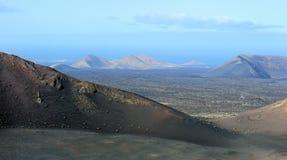 Montanhas vulcânicas no parque nacional de Timanfaya, ilha de Lanzarote, fotos de stock royalty free