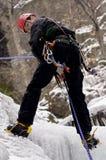 Montanhista de gelo que rappelling Foto de Stock Royalty Free
