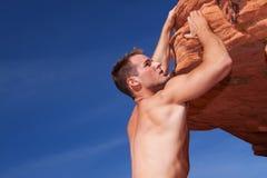 Montanhista de rocha atlético fotos de stock royalty free