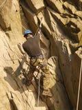 Montanhista na rocha Imagem de Stock