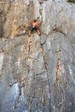 Montanhista na rocha de Sistiana, Trieste Imagens de Stock