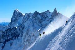 Montanhistas no cume em Chamonix Fotos de Stock Royalty Free