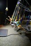 MONTANYAN, ITALIEN - 16. JULI 2017: Kind-` s Unterhaltungsfahrten spät nachts haben Kinder Spaß Stockfoto