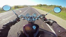 Montar a caballo de la motocicleta, punto de vista amplio del jinete ¡Crucero/interruptor clásicos para siempre! metrajes