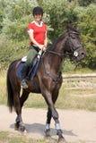 Montar a caballo de la muchacha en caballo Imagen de archivo libre de regalías
