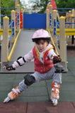 Montar a caballo de la muchacha en pcteres de ruedas Fotografía de archivo libre de regalías
