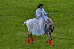 Montar a caballo de la mujer Fotografía de archivo
