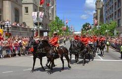 Montar a caballo de RCMP en el día de Canadá, Ottawa Imagen de archivo libre de regalías