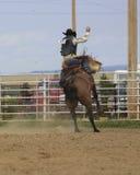 Montar a caballo del Bronc de la silla de montar Foto de archivo
