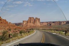 Montar los caminos abiertos de Arizona Imagen de archivo libre de regalías