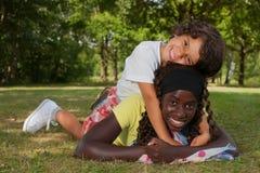 Montar a mi hermana de la adopción Foto de archivo