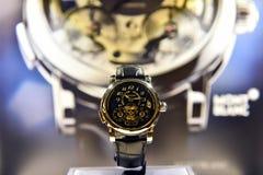 Montblanc klocka som är utsatt i ett lyxigt lager Royaltyfri Bild
