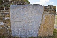Monte奥尔本,墨西哥废墟的被雕刻的石头  图库摄影