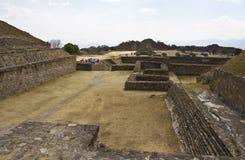 Monte奥尔本,瓦哈卡,墨西哥金字塔  免版税库存图片