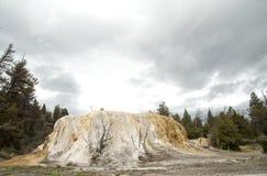 Monte alaranjado da mola em Yellowstone imagens de stock