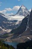 Monte Assiniboine y los glaciares Imágenes de archivo libres de regalías