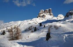 Monte Averau在冬天, Nuvolau小组的高山在白云岩的,位于贝卢诺省 意大利 免版税库存图片