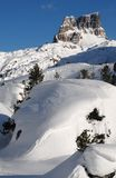 Monte Averau nell'inverno, il più alta montagna del gruppo di Nuvolau nelle dolomia, situata nella provincia di Belluno L'Italia Fotografia Stock
