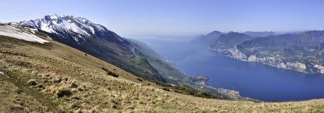 Monte Baldo och sjö Garda i Italien Fotografering för Bildbyråer
