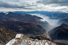 MONTE BIANCO, ITALY/EUROPE - PAŹDZIERNIK 27: Widok Cormayeur od Fotografia Royalty Free