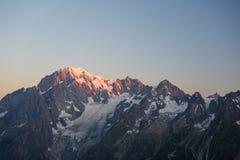 Monte Bianco o Mont Blanc ad alba, lato italiano Immagine Stock Libera da Diritti