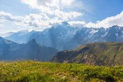 Monte Bianco ou Mont Blanc no luminoso, lado italiano Fotografia de Stock