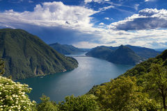 Monte Bre - Vooruitzicht over Meer Lugano royalty-vrije stock afbeeldingen