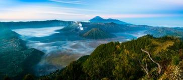 Monte Bromo com névoa no tempo de manhã Fotografia de Stock Royalty Free
