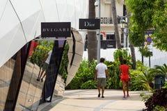 MONTE - CARLO - Augusti 15 2017: Pavillons Monte Carlo med folk, lyxigt shoppa område är värd många bästa mode shoppar, in Royaltyfri Foto